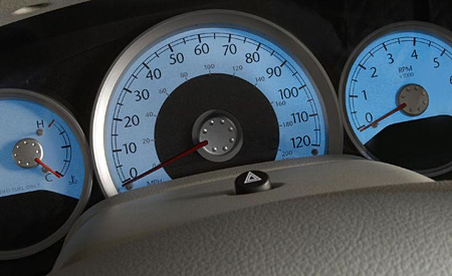 2007 Chrysler Aspen - Slide 9
