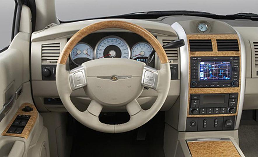 2007 Chrysler Aspen - Slide 10