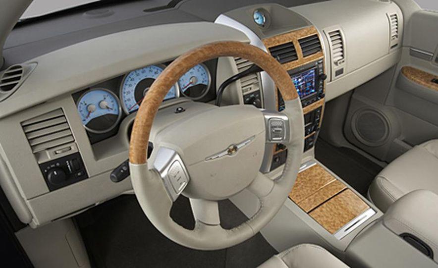 2007 Chrysler Aspen - Slide 12
