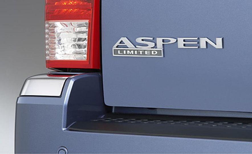 2007 Chrysler Aspen - Slide 17