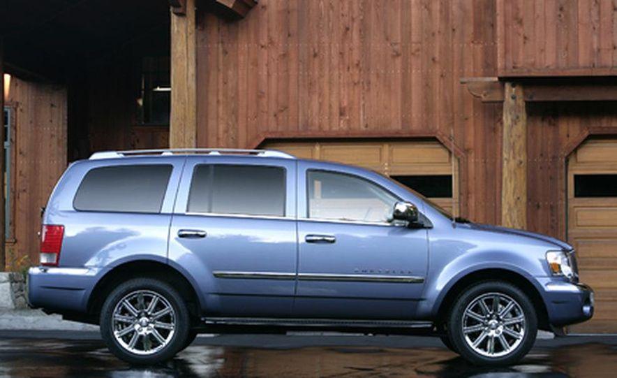 2007 Chrysler Aspen - Slide 5