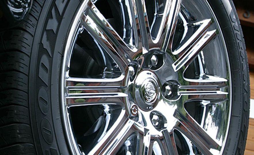 2007 Chrysler Aspen - Slide 21