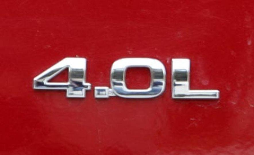2007 Dodge Nitro R/T - Slide 12