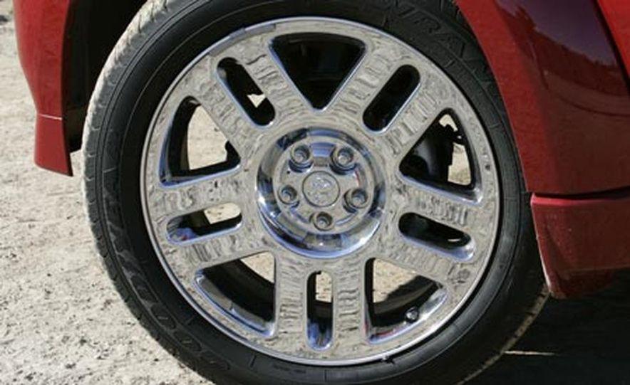 2007 Dodge Nitro R/T - Slide 14
