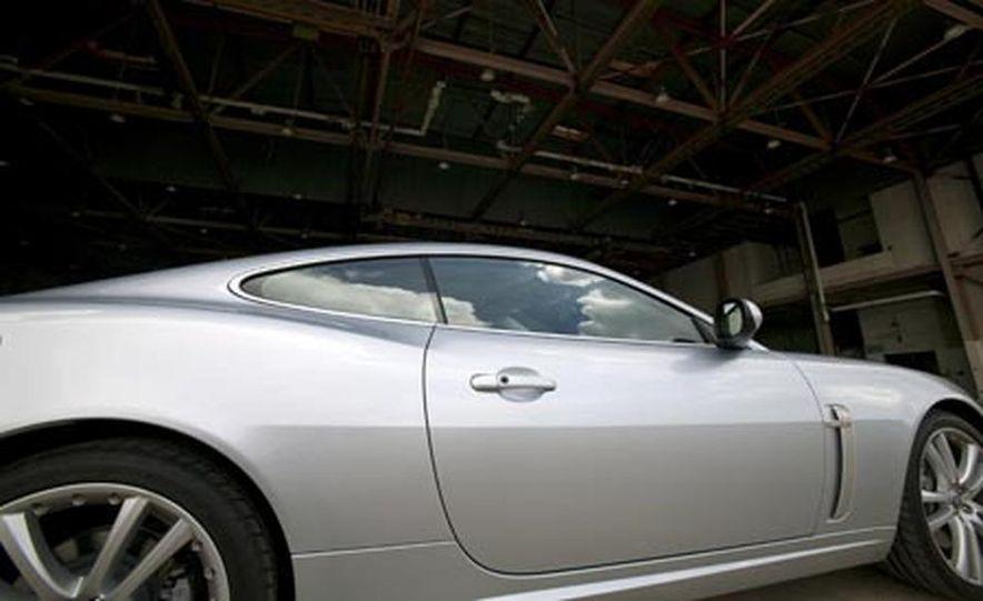 2007 Jaguar XKR - Slide 2