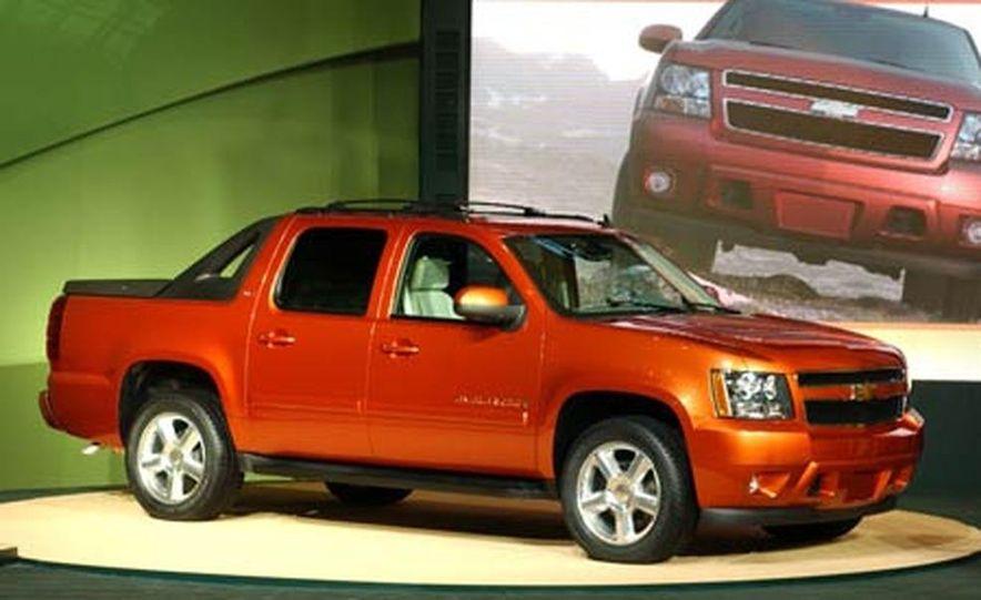 2007 Chevrolet Avalanche - Slide 1