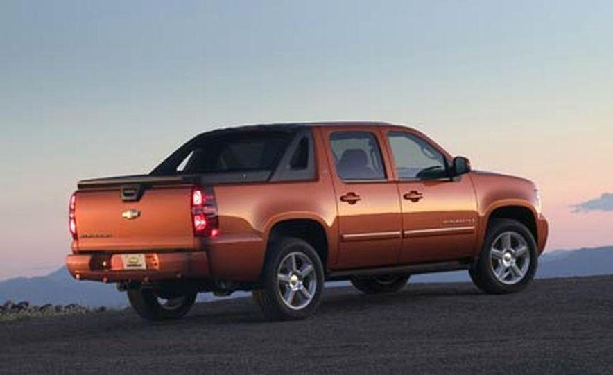 2007 Chevrolet Avalanche - Slide 3