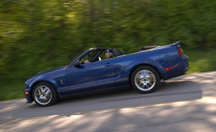 2007 Ford Mustang Shelby GT500 convertible - Slide 1