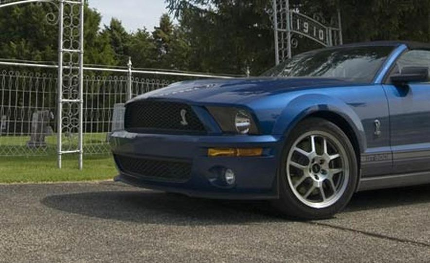 2007 Ford Mustang Shelby GT500 convertible - Slide 12