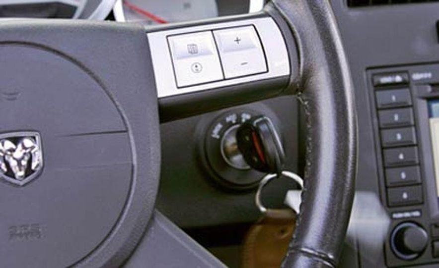 2005 Dodge Magnum RT - Slide 16