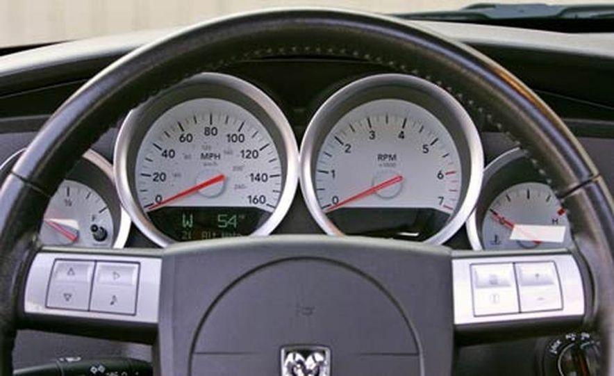 2005 Dodge Magnum RT - Slide 17