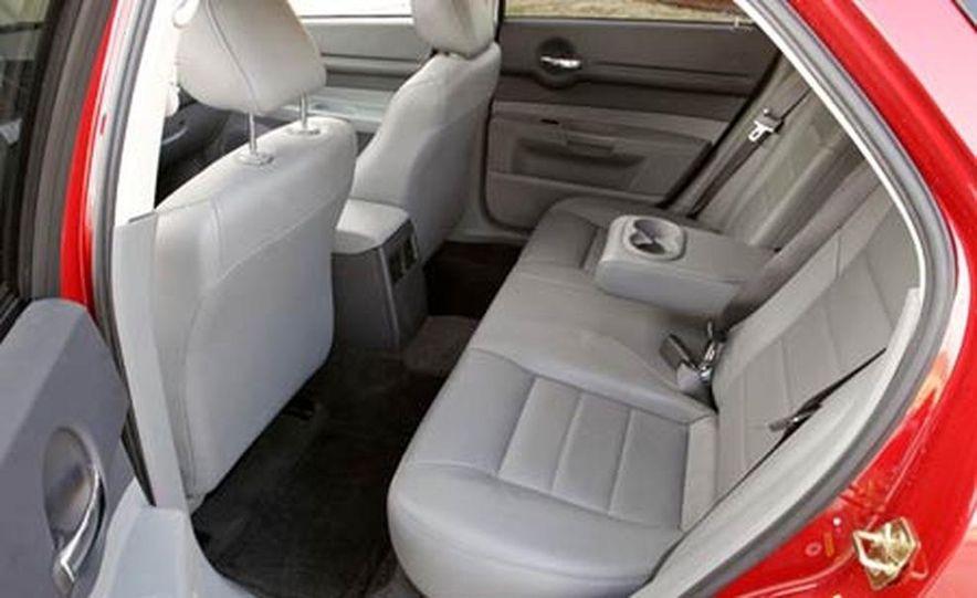 2005 Dodge Magnum RT - Slide 18
