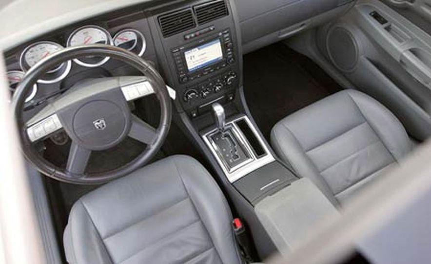 2005 Dodge Magnum RT - Slide 20