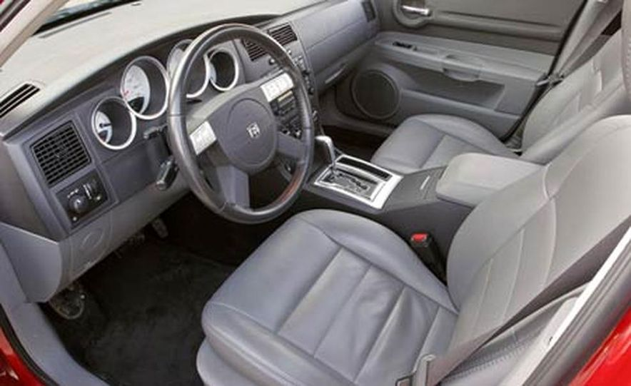 2005 Dodge Magnum RT - Slide 21