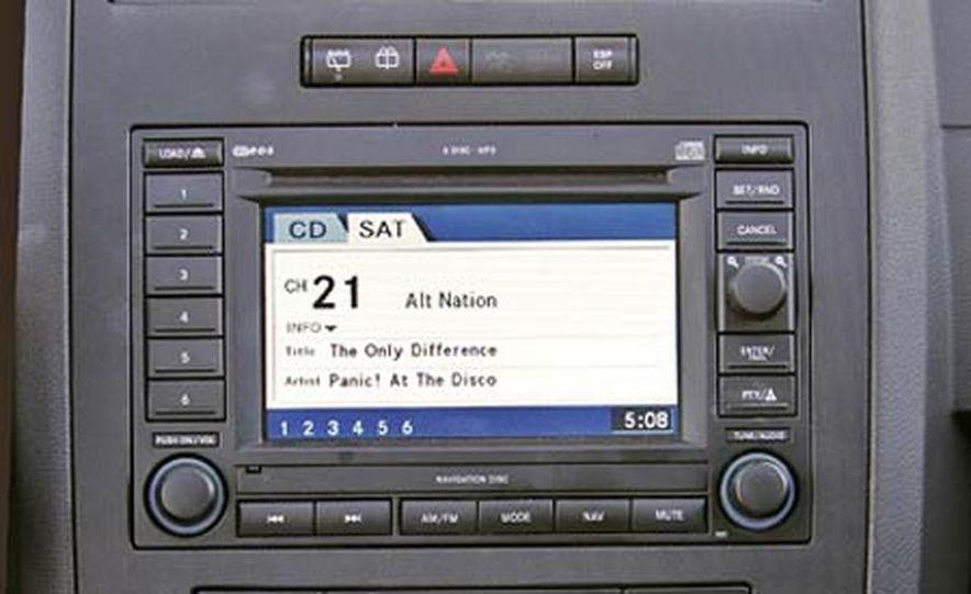 2005 Dodge Magnum RT - Slide 22