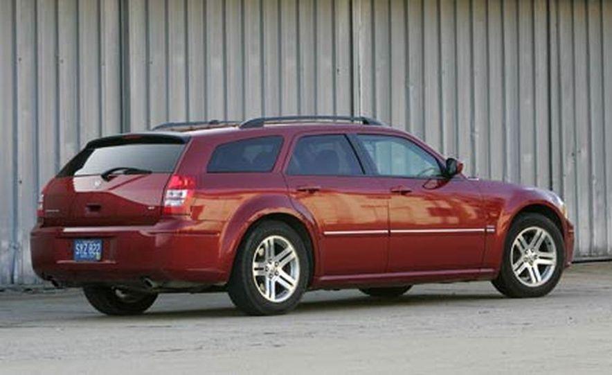 2005 Dodge Magnum RT - Slide 1