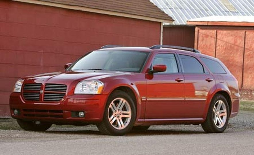 2005 Dodge Magnum RT - Slide 2