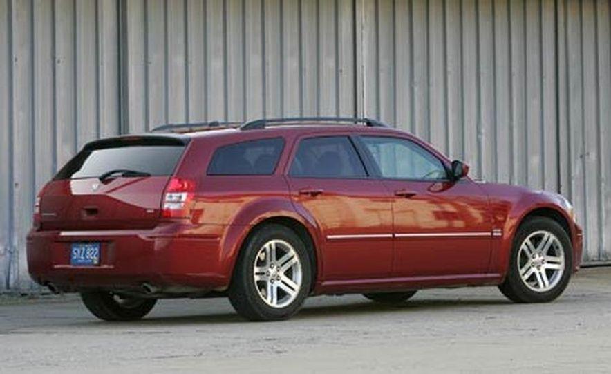 2005 Dodge Magnum RT - Slide 6
