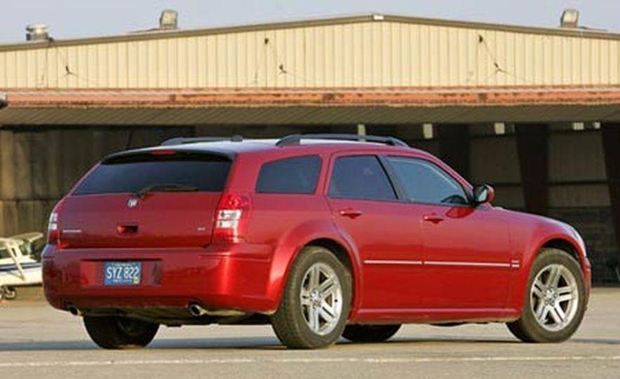 2005 Dodge Magnum RT - Slide 8