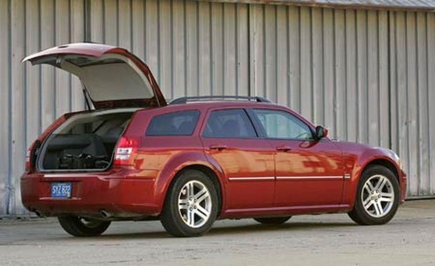 2005 Dodge Magnum RT - Slide 9