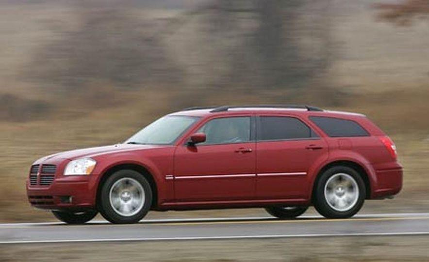 2005 Dodge Magnum RT - Slide 10