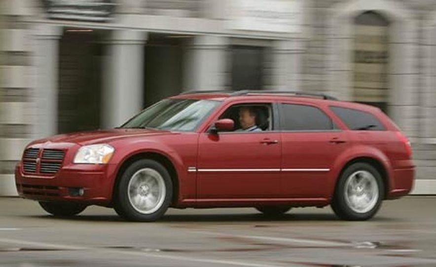 2005 Dodge Magnum RT - Slide 13