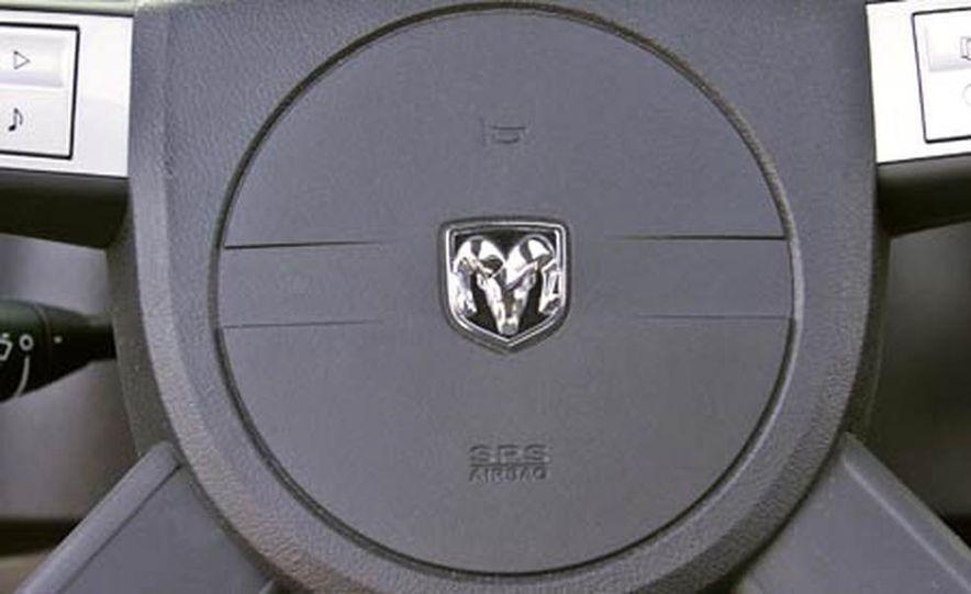 2005 Dodge Magnum RT - Slide 26