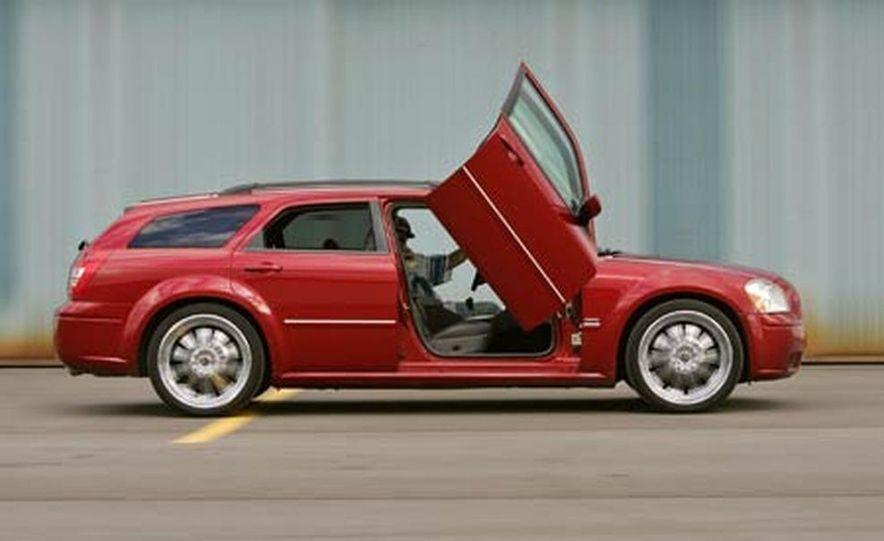2005 Dodge Magnum RT - Slide 28