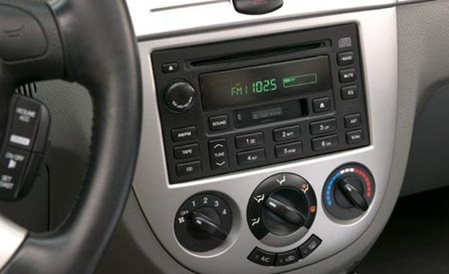 2005 Suzuki Forenza EX Wagon - Slide 6