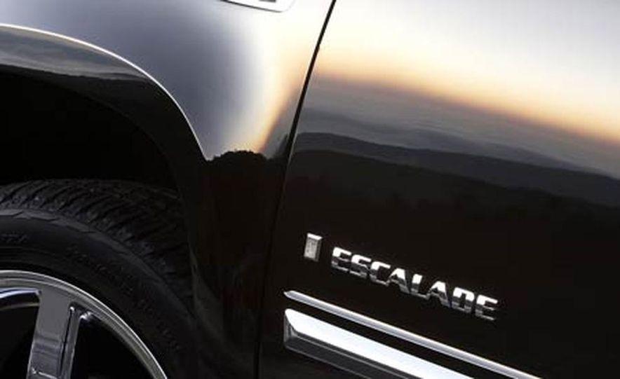 2007 Cadillac Escalade - Slide 17