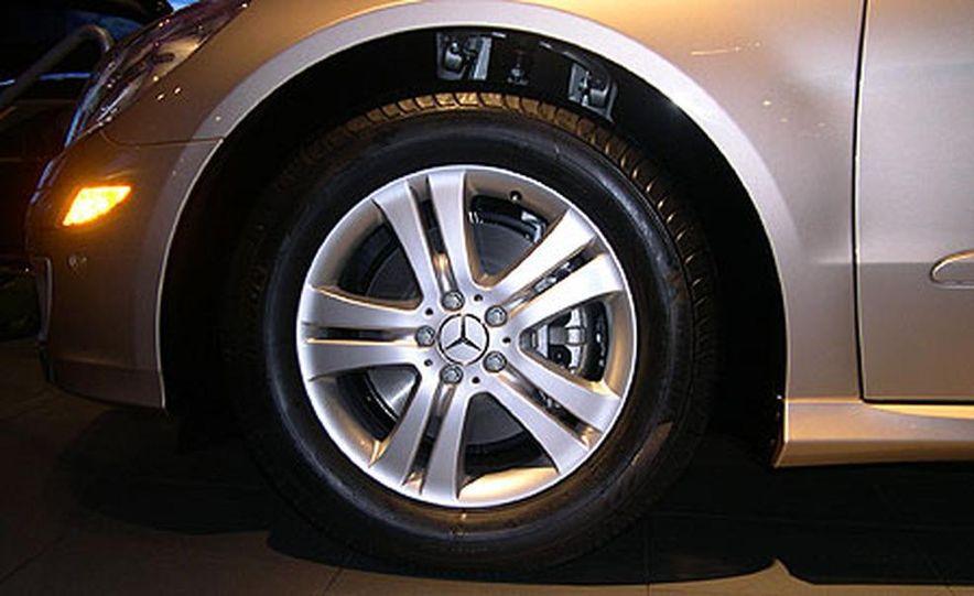 Mercedes-Benz R-Class - Slide 2