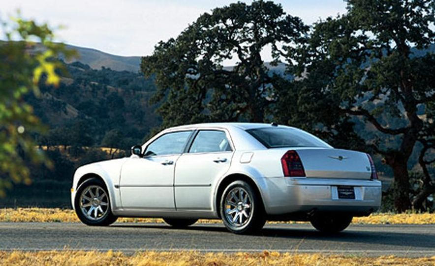 2007 Chrysler 300C Touring AWD - Slide 15