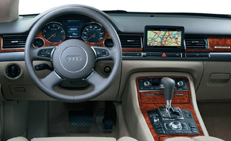 Audi A8L 4.2 Quattro - Slide 3