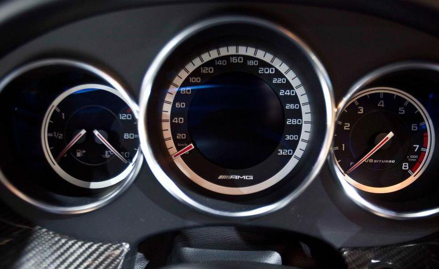 2012 Mercedes-Benz CLS63 AMG - Slide 21
