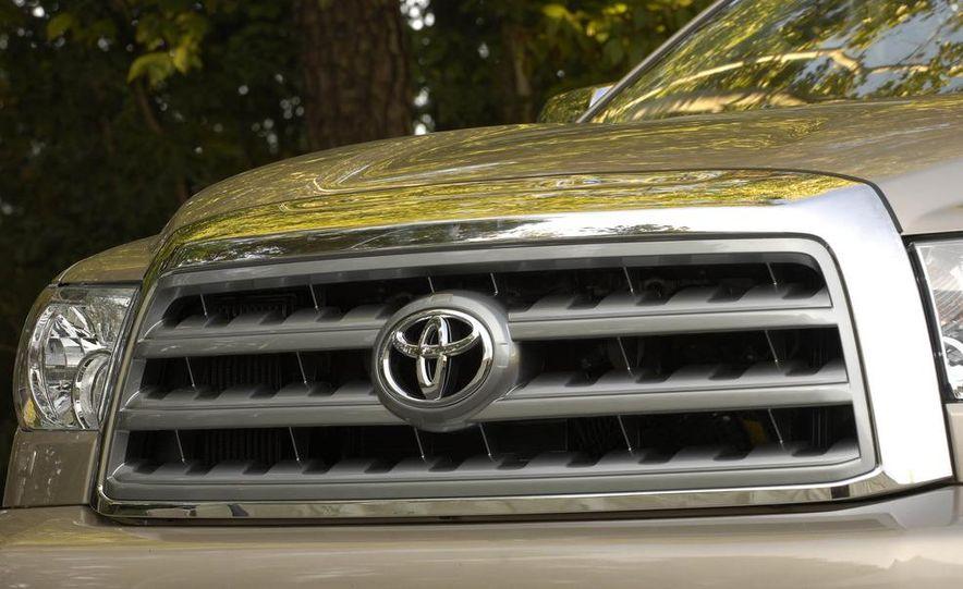 2008 Toyota Sequoia Platinum 4WD - Slide 5