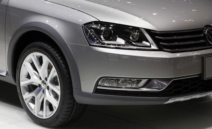 2012 Volkswagen Passat Alltrack - Slide 13