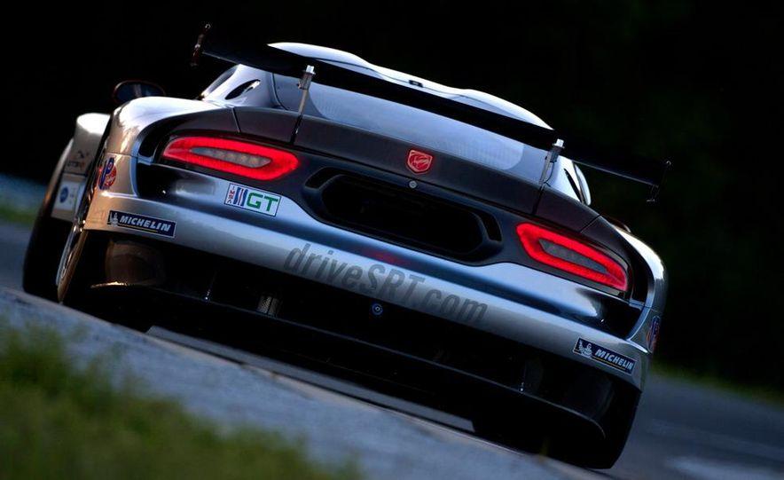 SRT Motorsports Viper GTS-R - Slide 17