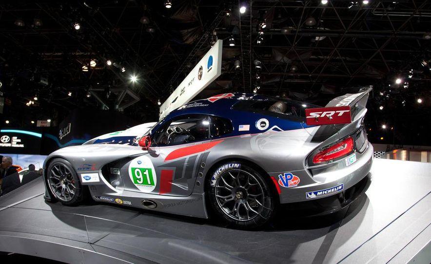 SRT Motorsports Viper GTS-R - Slide 2