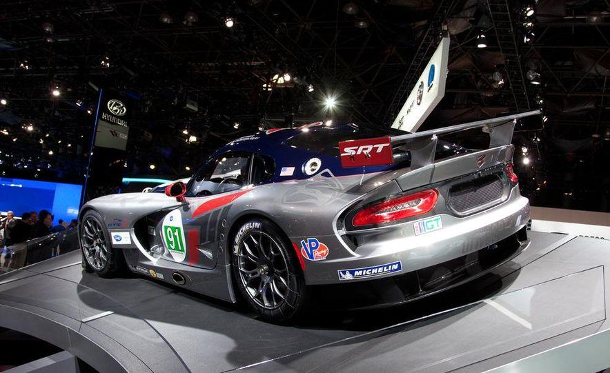 SRT Motorsports Viper GTS-R - Slide 3
