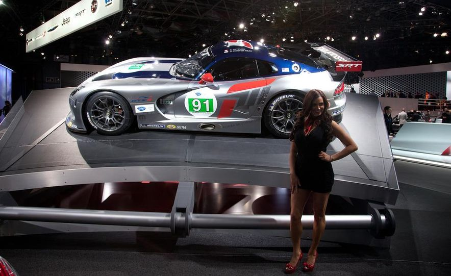 SRT Motorsports Viper GTS-R - Slide 4