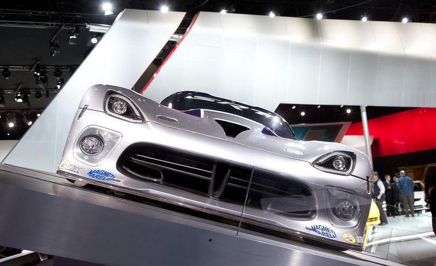 SRT Motorsports Viper GTS-R - Slide 6