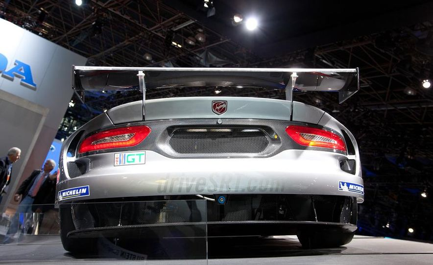 SRT Motorsports Viper GTS-R - Slide 7