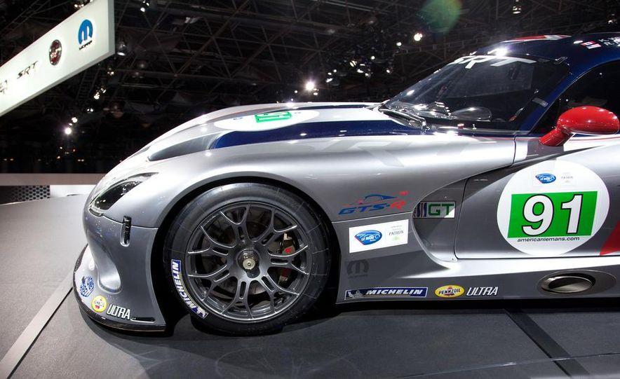 SRT Motorsports Viper GTS-R - Slide 8