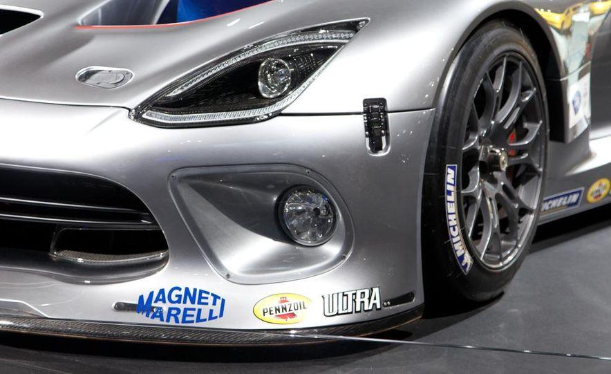 SRT Motorsports Viper GTS-R - Slide 9