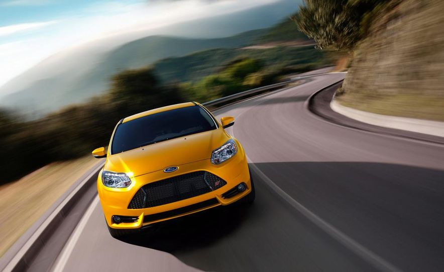 2013 Ford Focus ST wagon (test mule) - Slide 13