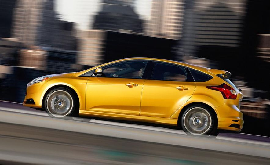 2013 Ford Focus ST wagon (test mule) - Slide 18