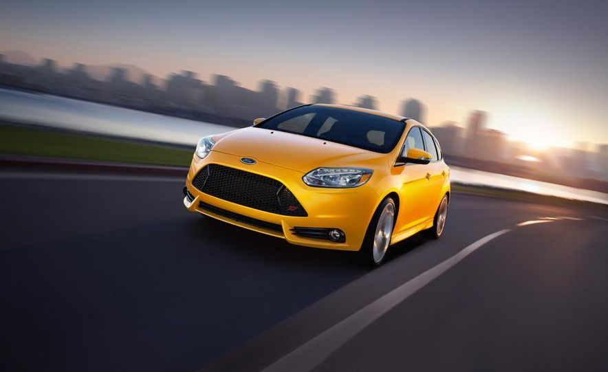 2013 Ford Focus ST wagon (test mule) - Slide 20