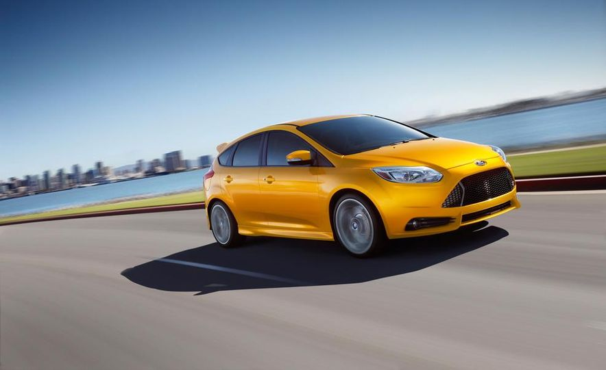 2013 Ford Focus ST wagon (test mule) - Slide 23