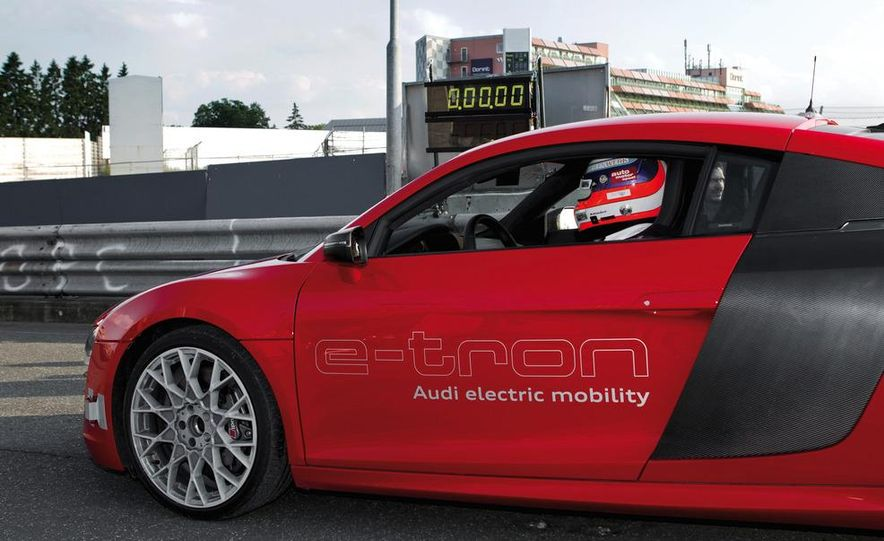 Audi R8 e-tron - Slide 11