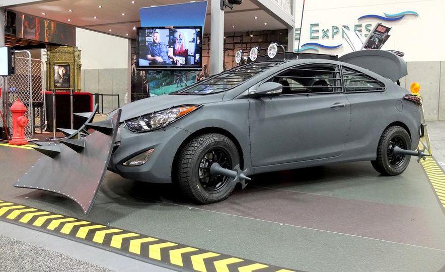 2013 Hyundai Elantra Coupe Zombie Survival Edition - Slide 2